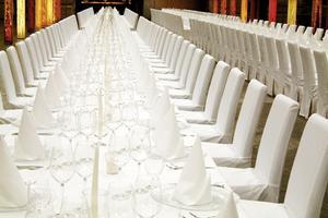 Tovaglie, articoli per la tavola, bicchieri, tavoli noleggio